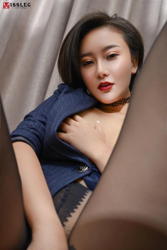 MISSLEG蜜丝性感制服美女御姐高挑美腿黑丝诱惑写真图片