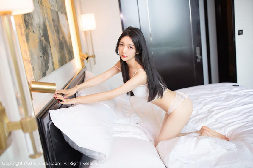 秀人网女神Angela小热巴内衣诱惑性感MM白嫩大长腿写真
