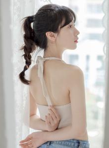 清纯美女壁纸 可爱卖萌清纯美女吊带美胸私房性感诱惑写真