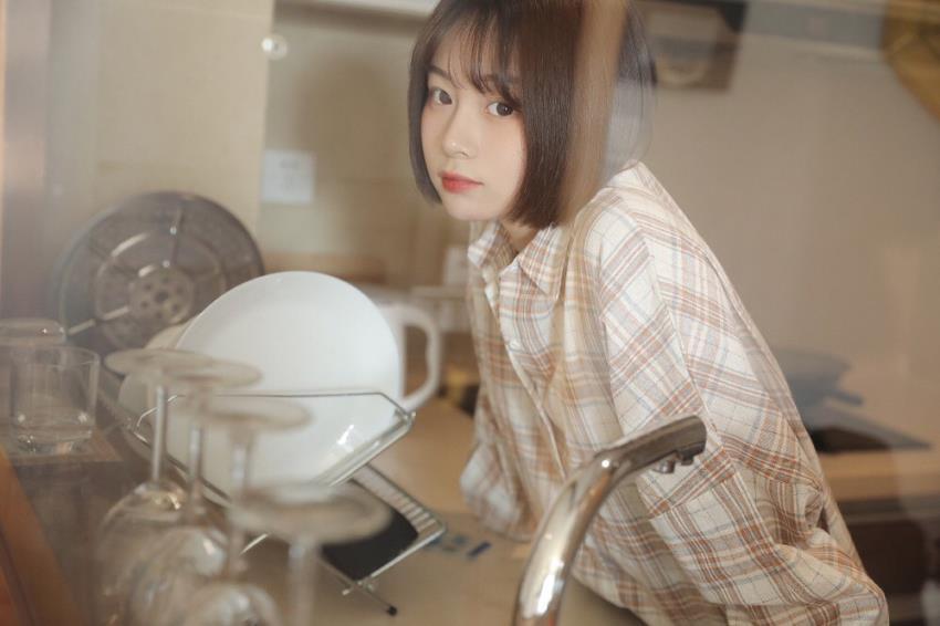 MM131高冷短发美女网红格子衫小萝莉慵懒美女写真集
