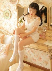 清纯美女蕾丝爆乳美女白丝玉足性感白丝美腿写真图片