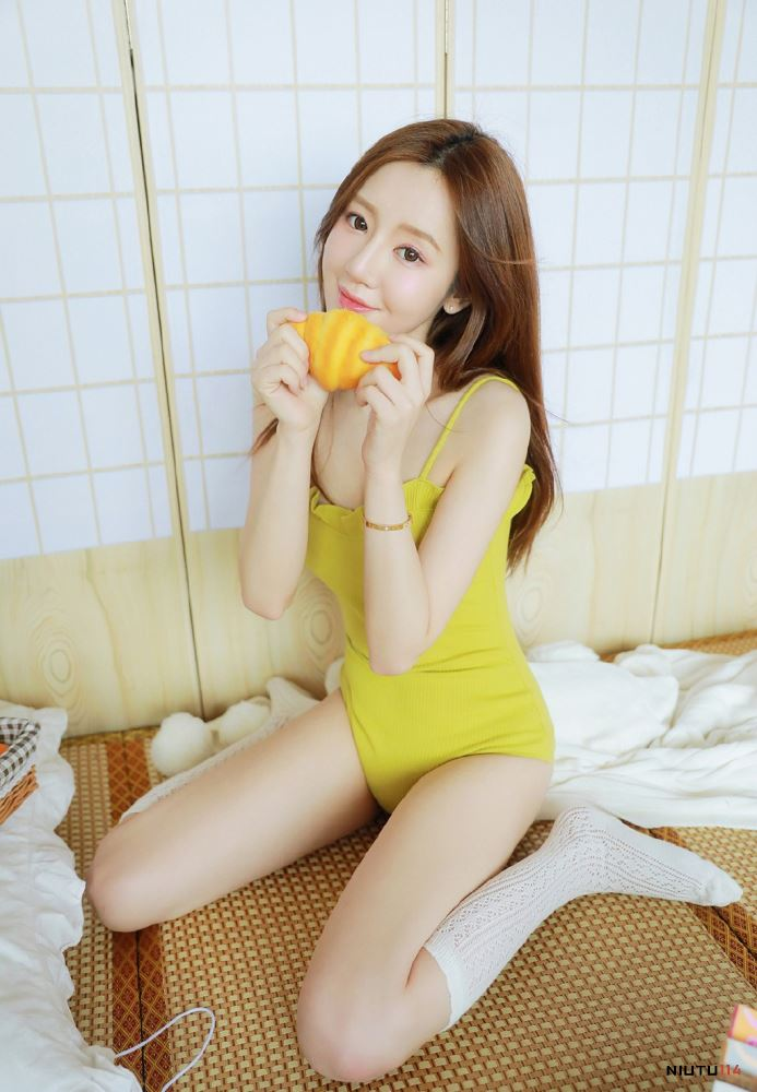 柠檬少女白丝袜长腿美女性感小吊带内衣诱惑宅男女神图片