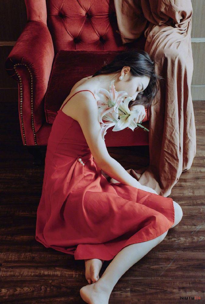 妩媚红裙美女文艺范女青年艺术摄影清纯美女诱惑写真图片