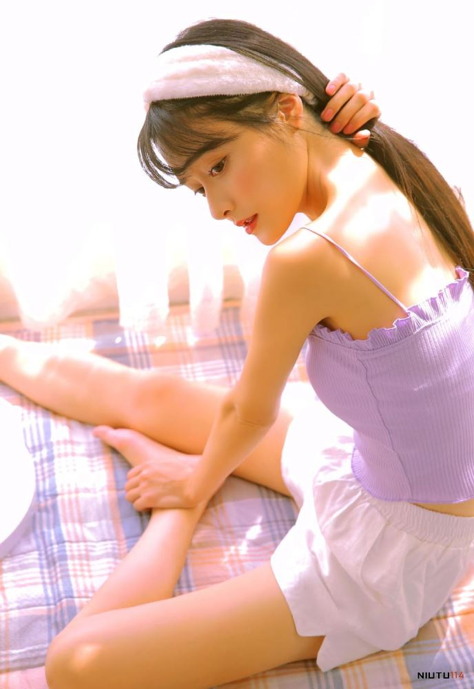 JK制服短发美女学生妹教室清纯校花美女写真图片