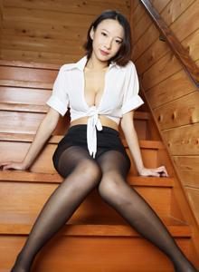 [美媛馆MyGirl]栗子Riz《小秘白衬衫黑丝美腿诱惑》Vol.347美女写真集