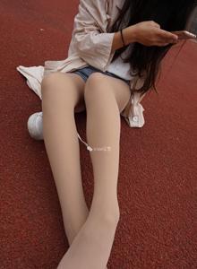 [丝意SIEE]校花美女短裙制服诱惑肉色丝袜修长美腿户外写真