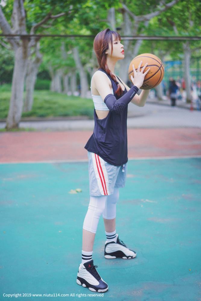 运动风篮球美女球场性感校花女神美女霸气外露写真图片