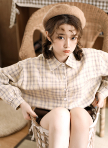 文艺萝莉美女性感大长腿诱惑网红格子衫清纯美女写真图片