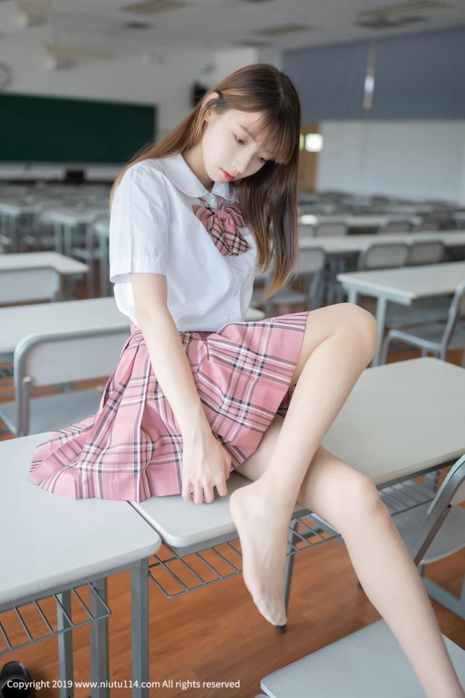 风之领域萌妹子写真照 JK制服学生装校花美女丝袜诱惑教室写真集