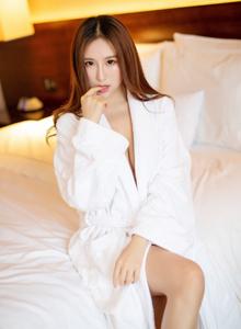 月音瞳性感浴袍美女美胸大长腿私房 [语画界XIAOYU]大尺度美女写真
