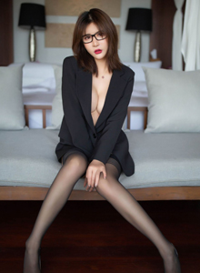 SOLO-尹菲性感黑丝美女大尺度内衣私房魅惑 秀人网Emily顾奈奈酱写真