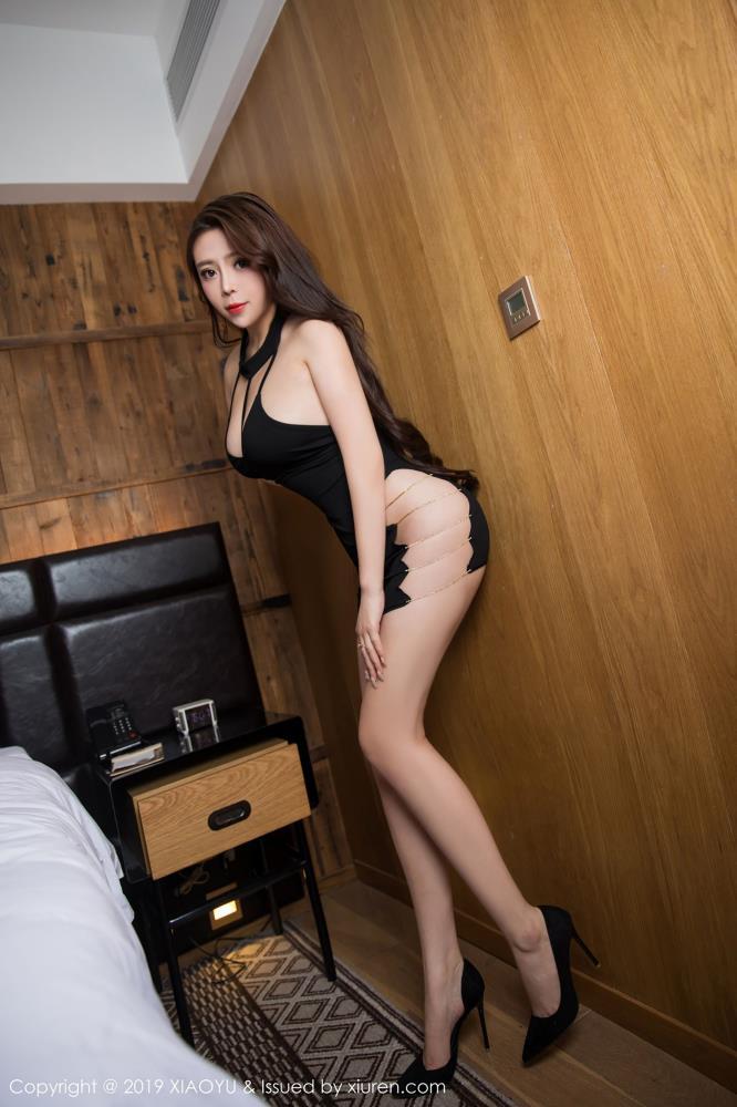 Miki兔性感黑丝美女丰满巨乳诱惑 语画界美女黑丝诱惑写真集