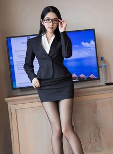 丝袜美女大长腿职场OL装 - [XIAOYU语画界]小热巴性感御姐私房照