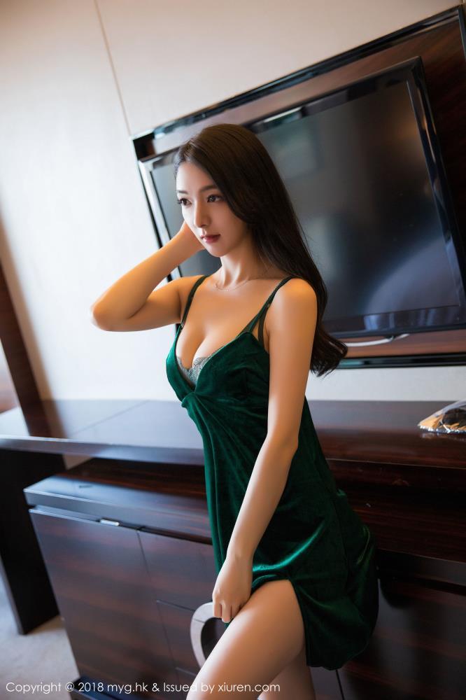 性感内衣美女大尺度私房照 - [秀人网]Angela小热巴修长美腿写真