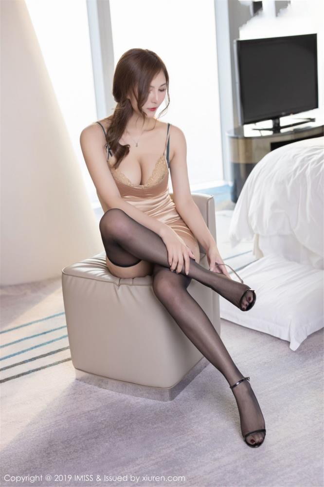 性感黑丝美腿气质美女丝袜诱惑 - [IMiss爱蜜社]Cccil写真照