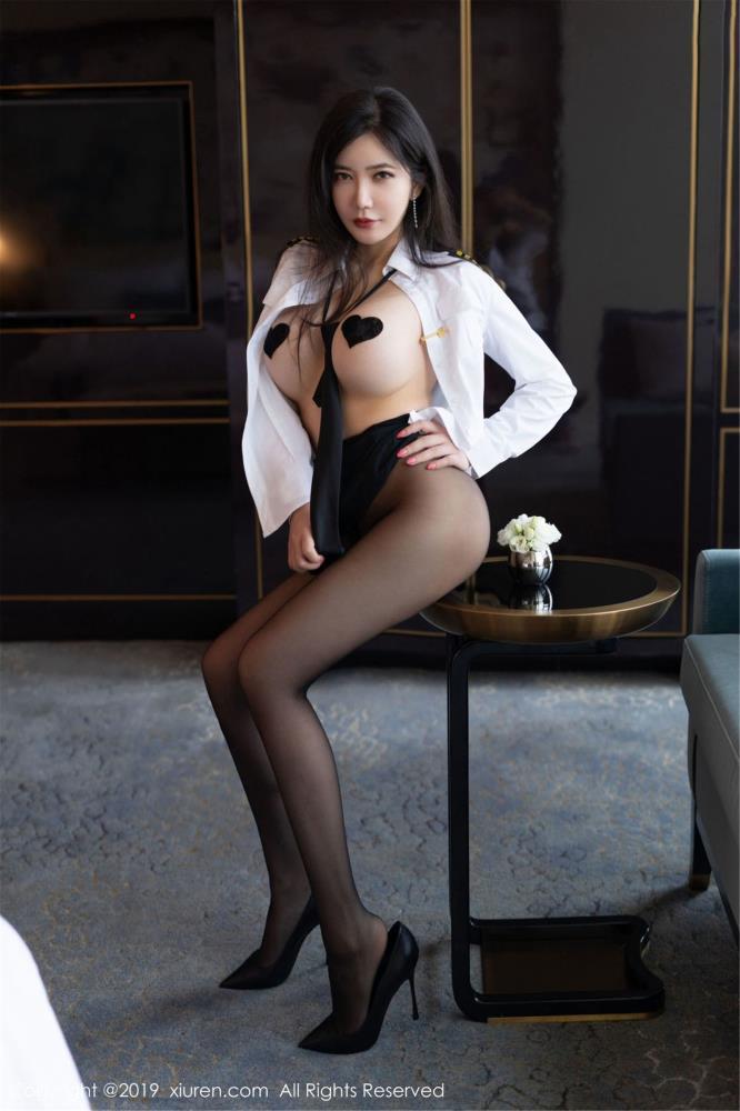 性感黑丝女神李妍曦丰乳翘臀 秀人网心妍小公主无圣光私房魅惑写真