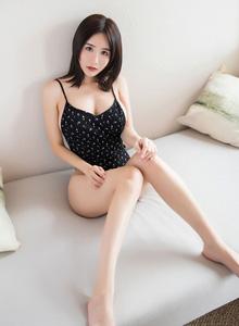 小沫琳 - [语画界]Vol.069性感美女碎花吊裙美胸诱人翘臀美女写真