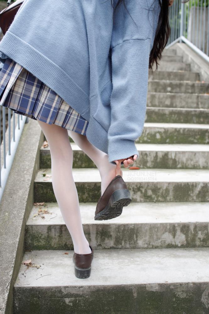 森萝财团JKFUN-003性感美女萝莉丝足诱惑 白丝美女双马尾美女套图