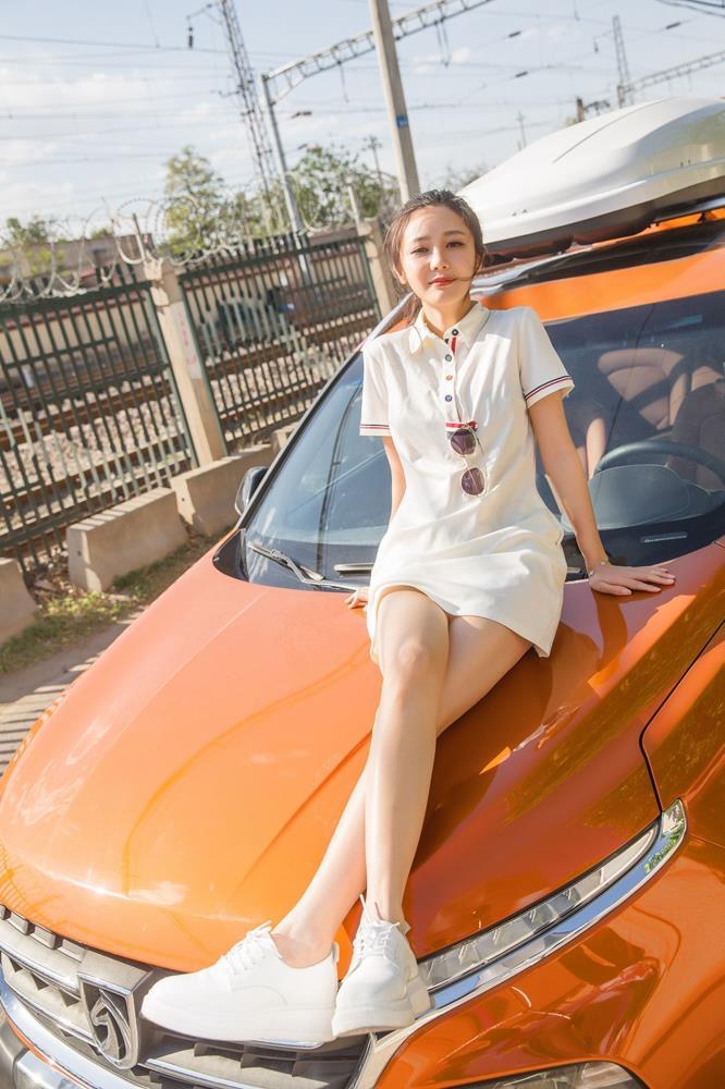 青妍Celina - [FEILIN嗲囡囡]VOL.202性感美女内衣诱惑白嫩美腿写真