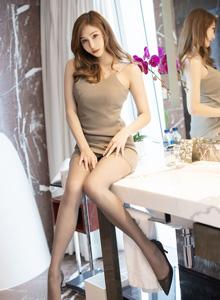 Lavinia(Cccil) - 广州的高挑女神模特魅惑的丝袜美腿极致销魂