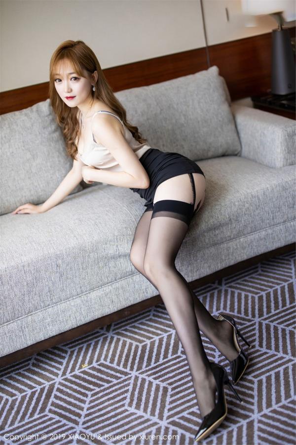 允儿Claire - 语画界Vol.120新人模特性感黑丝吊袜下美腿修长诱人私房照