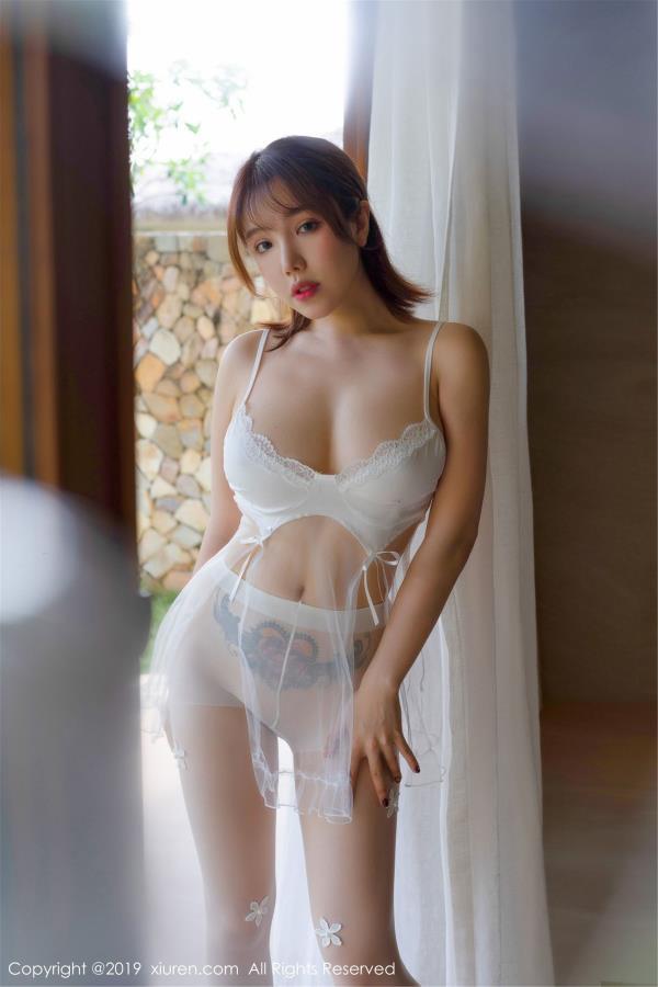 黄楽然-透视蕾丝朦胧白色丝袜私房 [秀人XIUREN]黄楽然性感诱惑写真集