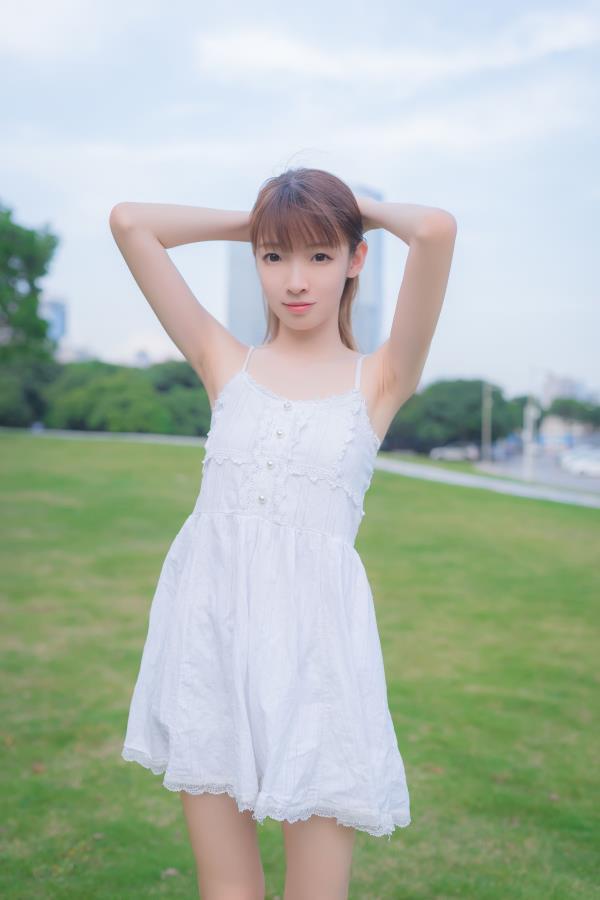 洁白连衣裙清纯美女图片写真 风之领域清纯美女全套写真集