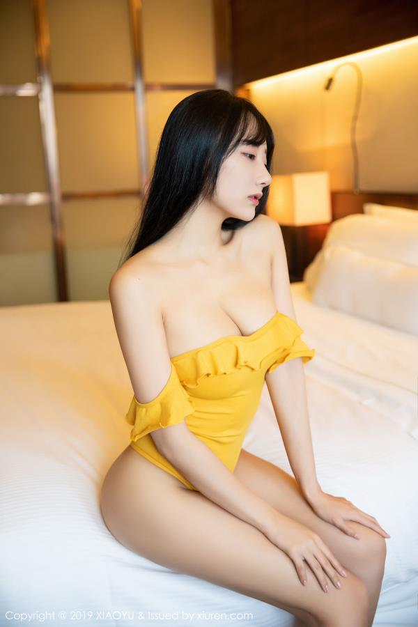 何嘉颖语画界 - 低胸内衣美女魔鬼身材巨乳私房照 性感女郎高清写真集