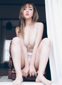王雨纯[Bololi波萝社] - 巨乳美女大尺度私房美胸内衣诱惑王雨纯写真集