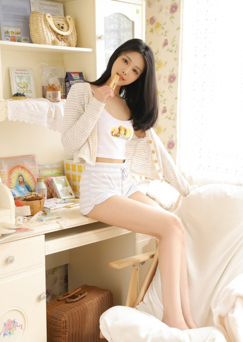 温柔清纯美女小姐姐长腿性感美臂美女图片