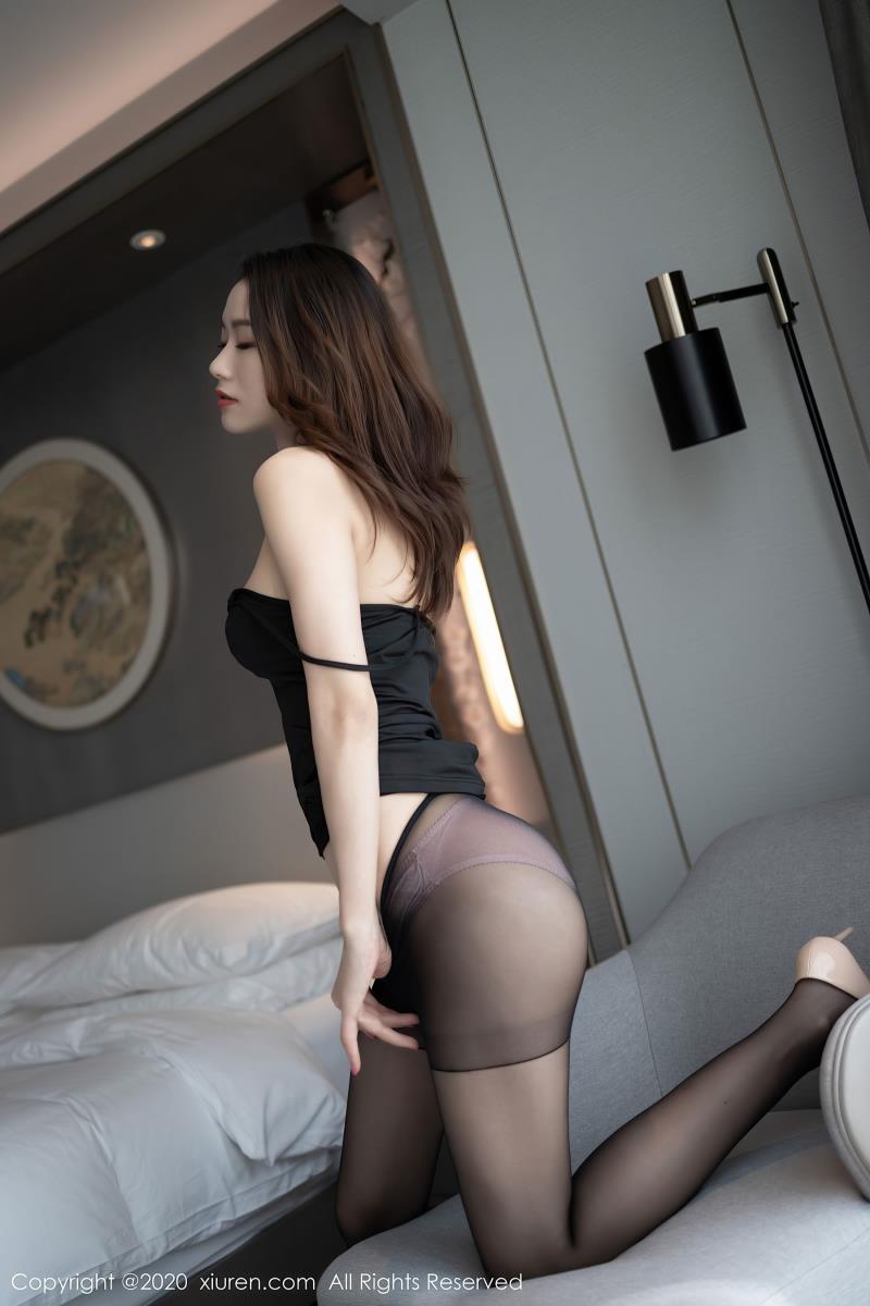 秀人网性感MM方子萱 - 黑色吊带与极致魅惑黑丝极品身材性感写真