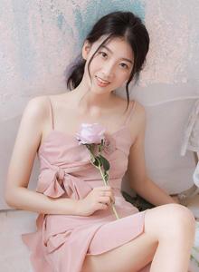 私房小姐姐《粉玫瑰》主题摄影人像性感可爱写真套图