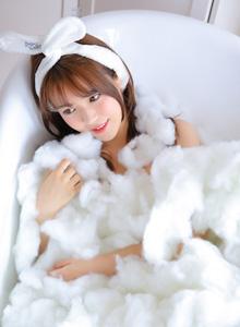 可爱清纯美女浴室内衣小姐姐个人写真高清图片