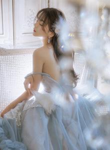 性感清纯少女透视蕾丝连衣裙香肩美背个人私拍写真