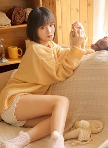 短发美女萝莉治愈系甜美超短裤大长腿美女图片