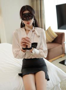 都市衬衫短裙OL性感美腿美女私拍 [模范学院MFStar]小娜比写真套图