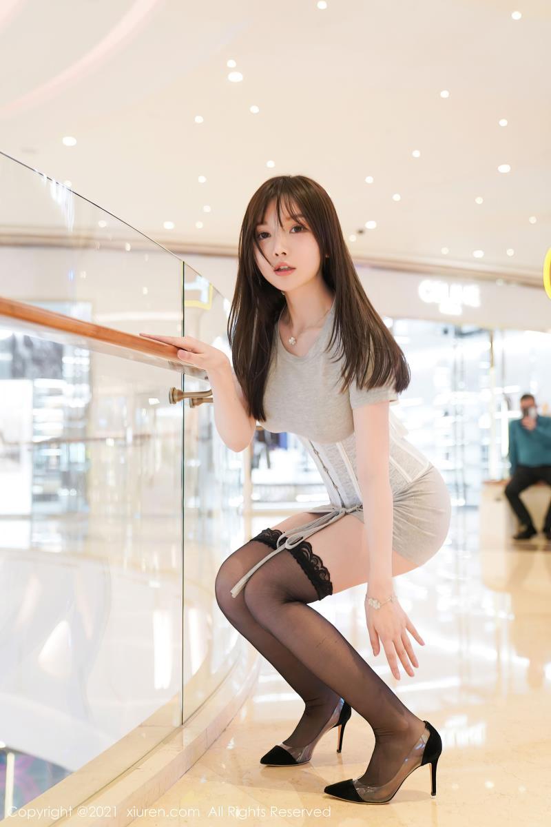 性感紧身黑丝内衣童颜巨乳绝佳身材(秀人网糯美子Mini模特主题系列)